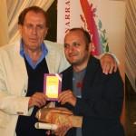 Michele Mirabella premia il vincitore